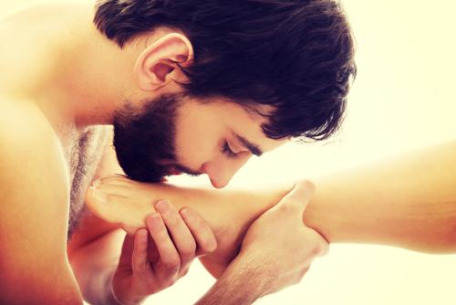 giochi di ruolo coppia massaggio ai piedi eccitante