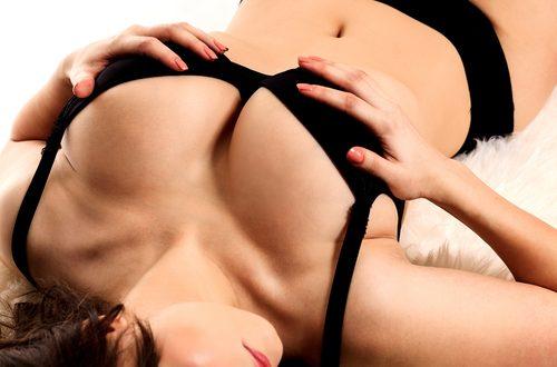 stimolare il pene con il seno