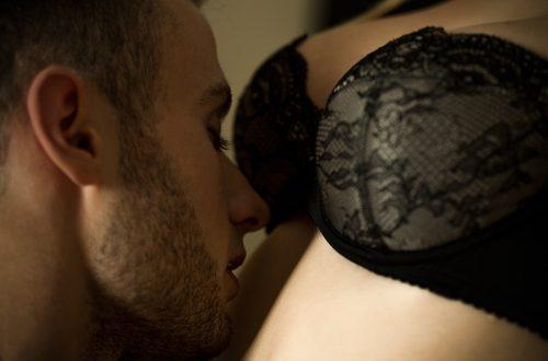 Come un vero uomo tocca una donna per farla impazzire