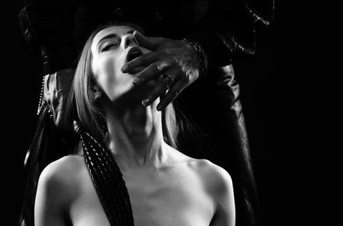 Perché gli asessuali sono attratti dalle pratiche BDSM?